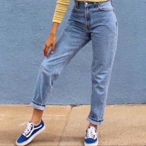 VINTAGE 550 Levi Hi Rise Relaxed Tapered  MOM Jean
